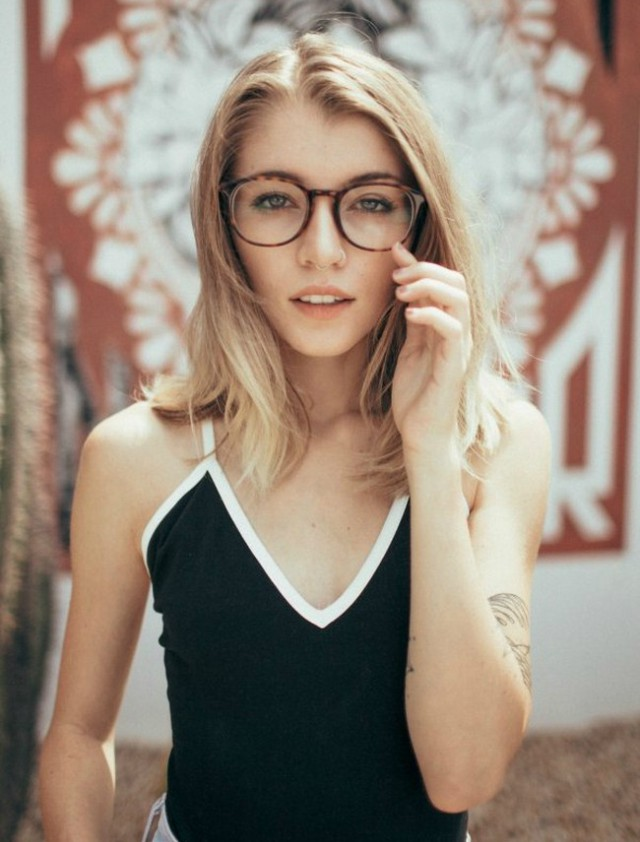 girls-with-glasses-20