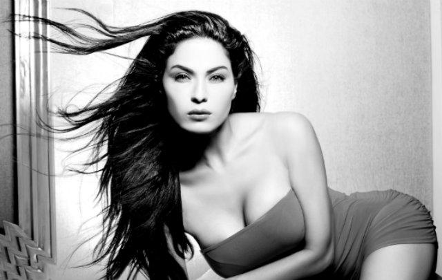 Veena-Malik-new-photos-12374